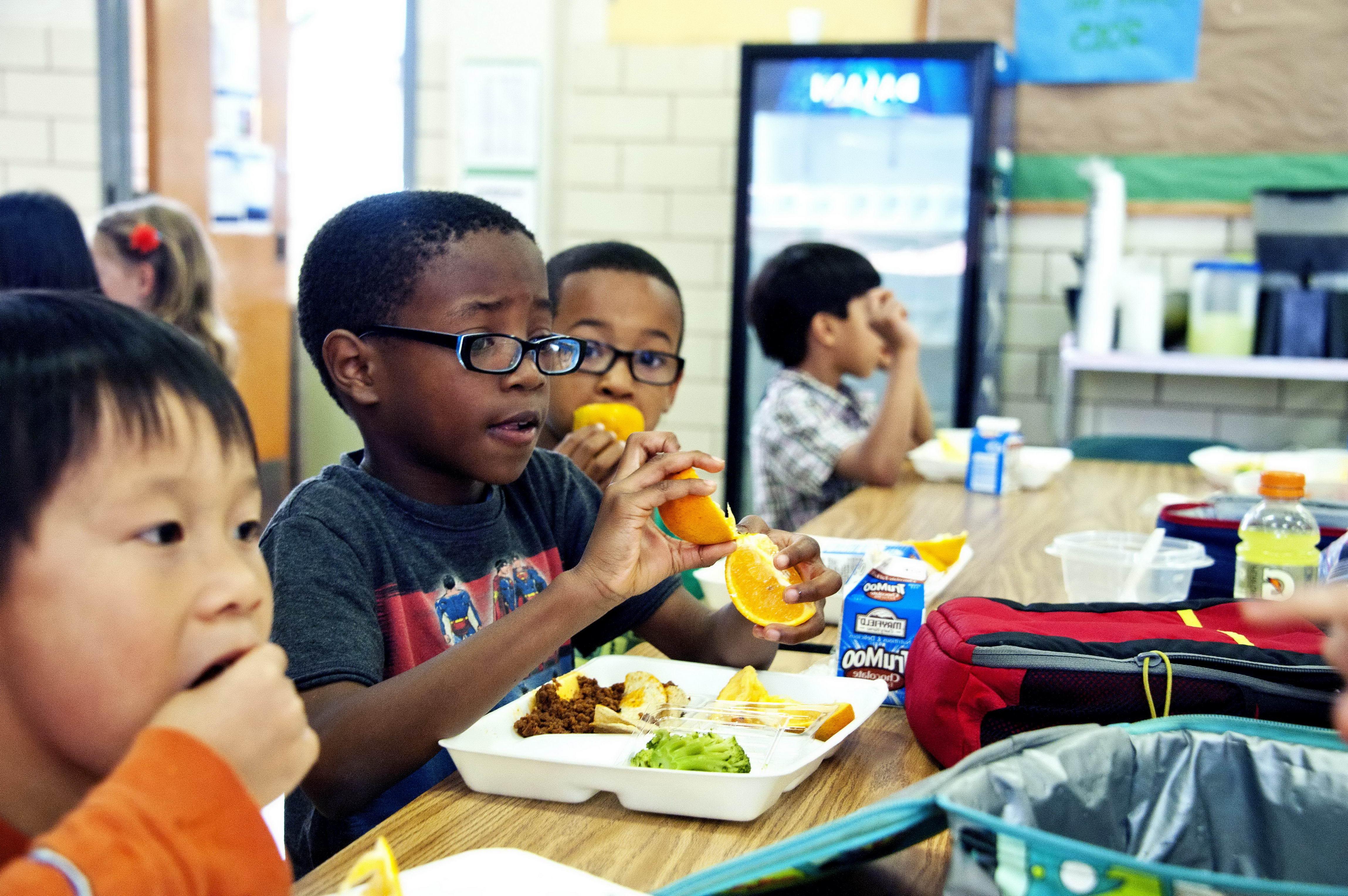 children eating lunch in school cafeteria